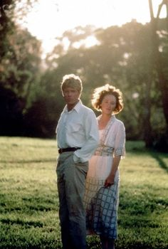 Photo: Out of Africa by Sydney Pollack with Robert Redford and Meryl Streep, 1985 (photo) : Robert Redford, Work In Africa, Out Of Africa, Gary Oldman, Sydney Pollack, In And Out Movie, We Movie, Movie Costumes, Santa Monica