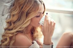 Coffee Break sexy fashion wavy hair casual blonde hair, curls