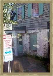 savannah haunted tours- side of pirate house