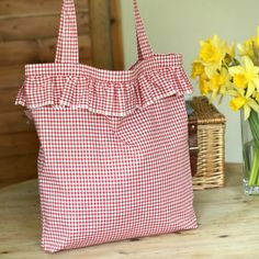 Gingham and Ruffles - Easy Tote Bag Tutorial by Wag Doll. Love love love this sweet bag! Shop at Stylizio for womens and mens designer handbags luxury sunglasses watches jewelry purses wallets clothes underwear more! Purse Patterns, Sewing Patterns, Tote Pattern, Wallet Pattern, Ruffles Bag, Ruffle Skirt, Summer Tote Bags, Diy Tote Bag, Sweet Bags