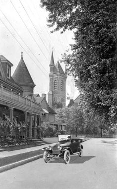Thomas Church (background) seen from Lake Street in St. Old Time Photos, Old Pictures, Niagara Falls Frozen, Vintage Posters, Vintage Photos, Church Backgrounds, Pickled Garlic, Niagara Region, St Catharines
