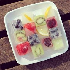 Refreshing savvy ideas for summer! Fruit ice cubes.
