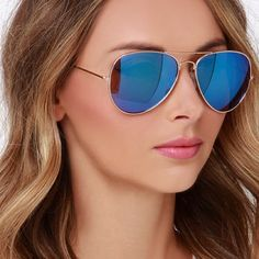Take charge in the Sky Pilot Gold and Blue Aviator Sunglasses! These fashionable aviators have gold wire frames with distinct blue mirrored lenses. Oversized Aviator Sunglasses, Blue Sunglasses, Ray Ban Sunglasses, Sunglasses Accessories, Fashion Accessories, Mirrored Aviators, Mirrored Sunglasses, Blue Aviators, Trends