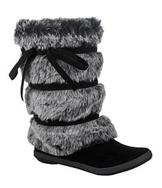 flat fuzzy boots for winter Cute Shoes, Me Too Shoes, Fuzzy Boots, Assassin, So Little Time, Girly Girl, Winter Boots, Pinup, Bootie Boots