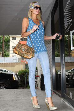 Paris Hilton American sosyoelit, singer, actress, model, fashion designer. The heir to the Hilton Hotel.!!