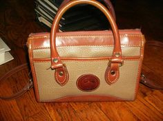 VINTAGE DOONEY & BOURKE ALL WEATHER LEATHER TAUPE CROSSBODY HANDBAG $24.99 #npda65 w/free ship