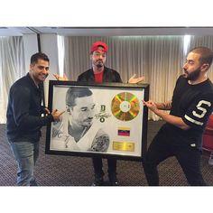@JBalvin ÁLBUM DE ORO EN VENEZUELA !!! GOLD ALBUM !!! GRACIAS MI GENTE . THANKS MY PEOPLE!!! LA FAMILIA ♥