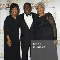 POP AND MOM AND CECE WINANS Mother Art, Mother And Child, African American Artist, American Artists, Women Lawyer, I Love Music, Gospel Music, Music Icon, Celebrity Couples