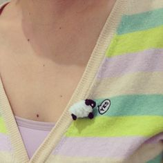Coordinates with pipe cleaner brooch of small sheep and clothes of my friends Mari is very good.