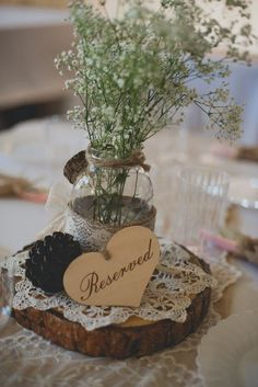 babys breath lace burlap and tree stump wedding decor ideas / http://www.deerpearlflowers.com/rustic-budget-friendly-gypsophila-babys-breath-wedding-ideas/3/