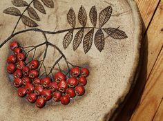 Tác s jeřabinami Ceramic Lantern, Ceramic Pots, Ceramic Birds, Polymer Clay Projects, Clay Crafts, Glazes For Pottery, Ceramic Pottery, Clay Art, Resin Art