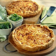 Quiche Lorraine is one of my favorite memories of France. I hate ham and bacon but I have to admit they are amazing when wrapped in heavy cream, butter, cheese and a thick but flaky shell. Quiches, My Recipes, Cooking Recipes, Favorite Recipes, Healthy Recipes, Recipies, Empanadas, Quiche Lorraine, Fat Foods
