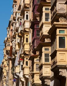 Traditional Maltese balconies in Valletta, Malta #Malta#Sprachkurs#Englisch lernen#