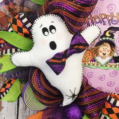 I love that with Halloween you can decorate your door with something spooky or cute and this ghost wreath is super cute! #halloweenwreath #ghost #halloweendecorations #frontdoorwreaths