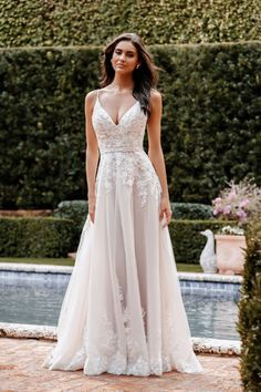 Classic Wedding Dress, Wedding Dress Sizes, Bridal Wedding Dresses, Designer Wedding Dresses, Bridesmaid Dresses, Tulle Wedding, Bridal Gown Styles, Bridal Style, Gown Gallery