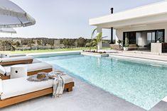 Swimming Pools Backyard, Swimming Pool Designs, Pool House Designs, Swimming Pool Lights, Pool Landscaping, Living Pool, Moderne Pools, Pool Colors, Built In Bbq