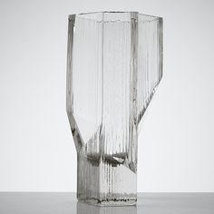 Auktion | Tapio Wirkkala vas 3507 | Stockholms Auktionsverk Online | 881429 Glass Design, Design Art, Alvar Aalto, Vase, Abstract, Artwork, Home Decor, Auction, Summary