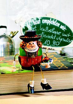 Bayerin http://www.bestofchristmas.com/Raeuchermaennchen/Original-Raeuchermaennchen-aus-der-Rothenburger-Weihnachtswerkstatt/Original-Kaethe-Wohlfahrt-DUFTLMAENNCHEN/Kantenhocker/Bayerin-Duftl.html?campaign=pinterest/Bayern/DuftlBayerin
