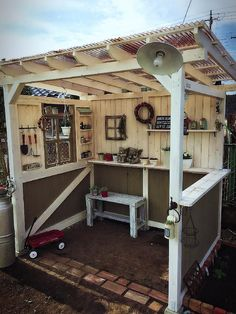 I love this for its simplicity Garden Rack, Garden Huts, Wood Deck Plans, Natural Fall Decor, Bbq Shed, Bbq Cover, Greenhouse Plans, Backyard Playground, Tool Sheds