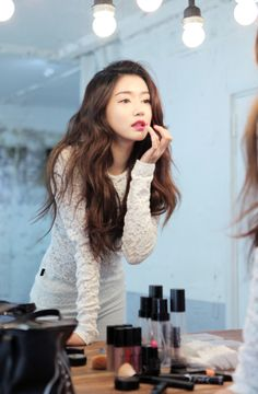 An absolutely essential part of Korean model Park Sora's day: hair and makeup... -Lily #asianfashion