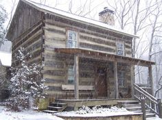 Splendid Choices to build your ideal log cabin home in the woods or next to a creek. A necessity to escape from our crazy crazy life. Small Log Cabin, Log Cabin Kits, Log Cabin Homes, Log Cabins, Small Cabins, Snow Cabin, Serie Outlander, Outlander Novel, Cabin In The Woods