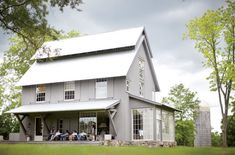 a modern farmhouse... I. DIE. pleasepleaseplease i waaaaaant