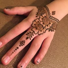 Explore latest Mehndi Designs images in 2019 on Happy Shappy. Mehendi design is also known as the heena design or henna patterns worldwide. We are here with the best mehndi designs images from worldwide. Henna Tattoo Designs Simple, Mehndi Designs For Kids, Henna Art Designs, Mehndi Designs For Beginners, Mehndi Designs For Fingers, Easy Simple Mehndi Designs, Henna Beginners, Hena Designs, Mehandi Designs Easy