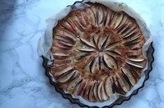 Æbletærte med hvid chokolade og mandelessens