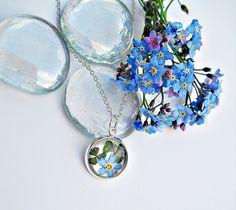 Blütenschmuck - Echte  Vergissmeinnicht Klee Kette - ein Designerstück von flowerring bei DaWanda