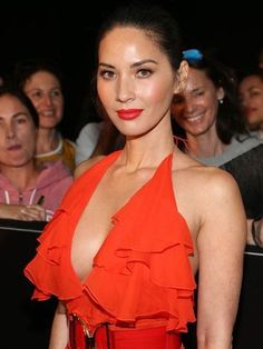 Olivia Munn Shares Secrets to Fade Freckles and Look Younger, Says Everyone Can Do It,'Not Only the Rich and Connected' skin face skin no makeup skin requires commitment skin secrets skin tips Olivia Munn, Younger Skin, Look Younger, Beautiful Celebrities, Beautiful Women, Beautiful People, Vitamins For Skin, Glamour, Skin Tips