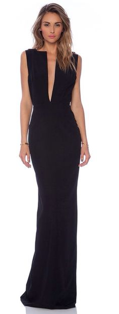 This dress is perfect for my xmas party, reminds me of a dark goddess of some sort
