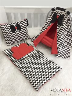 puset ortusu Modastra Black Zigzag Red Design Stroller Cover, Bag and Bottom opening set Most Successful Photo Albums In addition to the s. Red Pillows, Baby Pillows, Sewing Baby Clothes, Baby Sewing, Siege Bebe, Diy Bebe, Stroller Cover, Baby Girl Quilts, Cot Bedding