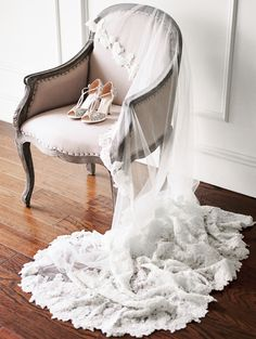 Veil - Winnie Couture| The Coralie Chair - Propmaker Event Rentals | Shoes - Emmy London