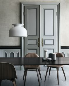 The Ronde Pendant is Oliver Schick's first design for Gubi. The Ronde Large Pendant Light is a bell-shaped piece that references the traditional pendant lamp and the heyday of lighting design. Room Inspiration, Interior Inspiration, Design Inspiration, Interior Architecture, Interior And Exterior, Black Trim Interior, Classic Interior, Interior Doors, Design Apartment