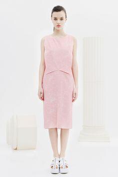 BOGDAR SS16. Vestido recto estampado sin mangas y sin forro, con solapas delanteras y bolsillos. Tejido estampado dibujo marmol rosa. Con cremallera posterior. #SS16 #minimalismo #tendencia #modamujer #lookbook #bogdar #femenino #moda