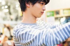 "Yoshino on Instagram: ""彼氏感ありすぎる、、。 一緒にショッピングとかしたらさ、買うものとかすごいちゃんと考えてくれそうじゃない? #横浜流星"" Japanese Boy, Ulzzang Boy, Yokohama, Bangs, Crushes, Actors, Cute, People, Fringes"