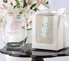 Shedding the stem for a graceful presentation, this 9 oz stemless wine glass favors makes a unique personalized wedding favor. Pair it with one of the available gift boxes for a unique wedding favor guests will love. Wine Wedding Favors, Wedding Wine Glasses, Personalized Wedding Favors, Unique Wedding Favors, Bridal Shower Favors, Wedding Ideas, Personalized Wine, Wedding Gifts, Wedding Stuff