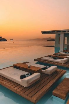 Vacation Destinations, Dream Vacations, Vacation Trips, Places To Travel, Places To Go, Cavo Tagoo Mykonos, Foto Fashion, Amazing Sunsets, Beautiful Hotels