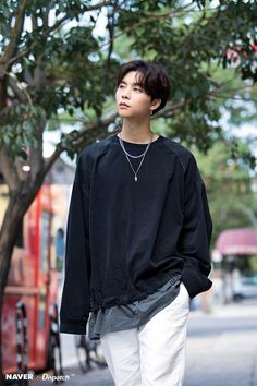 Charming eye-contact of Johnny (NCT on American street