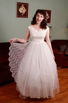 Vintage 1950s Wedding Dress - Sweet Sleeveless Wedding Gown of Tambour Lace and Tulle