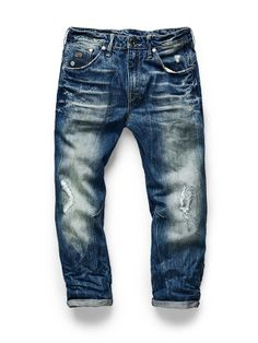 The Arc 3D loose is a low waist, dropped crotch denim that sits loose on the legs and narrow at the ankles.