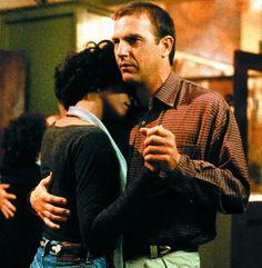 """Kevin Costner y Whitney Houston en """"El Guardaespaldas"""" (The Bodyguard), 1992"""