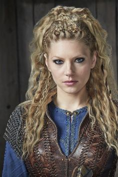 """Katheryn Winnick is known as """"Lagertha"""" from the TV series """"Vikings"""". Lagertha Hair, Vikings Lagertha, Lagertha Costume, Vikings Tv, Braided Hairstyles, Wedding Hairstyles, Viking Hairstyles, Hairstyles 2018, Relaxed Hairstyles"""