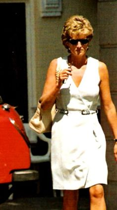 4 Aug 1995 unsourced date. PRINCESS DIANA IN MAYFAIR, LONDON, BRITAIN