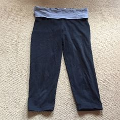 PINK cropped leggings Great condition and worn a couple of times. No holes or repairs needed. PINK Victoria's Secret Pants