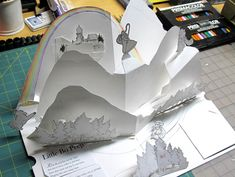 Photo gallery of the making of a Pop Up Book Foam Crafts, Paper Crafts, Cultura Maker, Origami Templates, Box Templates, Tarjetas Pop Up, Cut Out Art, Pop Up Art, Paper Engineering