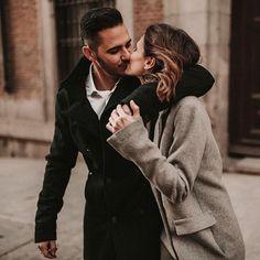 Por fin sábado Ya tenéis preparado el café?  . #weddingphotography #elopementwedding #weddingplanner #coolcouple #winterwedding