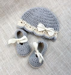 Crochet Baby Girl Hat and Booties Set, Baby Girl Hat and Shoes Set in size Newborn, 0-3 mos and 3-6 mos