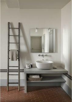 bathroom by Décoration et provence