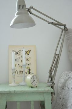 Bedside table and lamp Shabby Chic Green, Shabby Chic Decor, Cottage Homes, Cottage Style, Desk Lamp, Table Lamp, Nook And Cranny, Little Girl Rooms, Beautiful Lights
